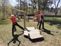 Fitness auf dem neuen Kinderspielplatz
